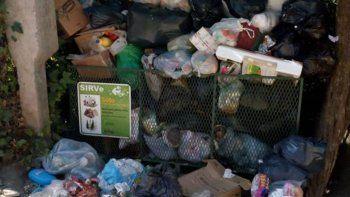 denuncian basura acumulada en san martin de los andes
