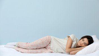 ¿por que las mujeres necesitan dormir mas que los hombres?