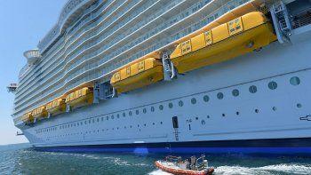 un chico se mato al caerse del balcon de un crucero