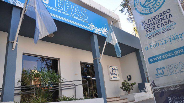 El EPAS denunció que la Muni le rompió un caño en Confluencia