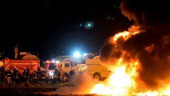 mexico: al menos 66 muertos en una explosion en un ducto de nafta