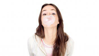 masticar chicle sin azucar es una sana costumbre
