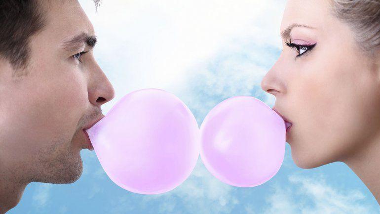 Masticar chicle sin azúcar es una sana costumbre