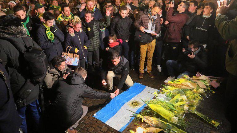 Mientras hinchas del Nantes rezan por el argentino