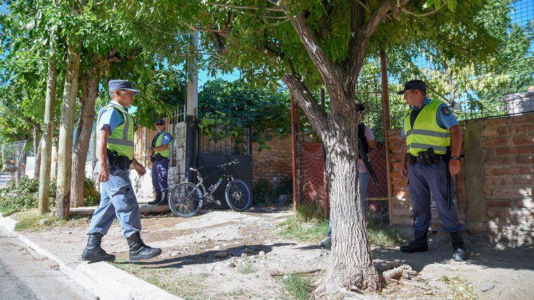 Personal policial allanó una casa sobre calle Violeta Parra al 1000.