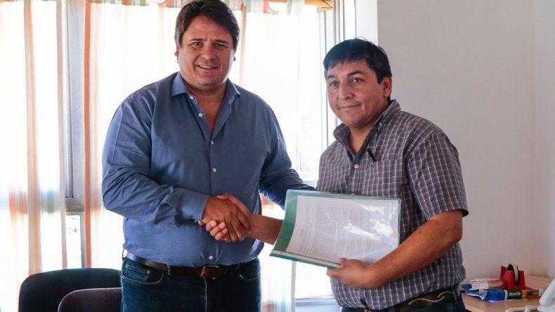 De la firma del acuerdo participaron referentes del Gobierno
