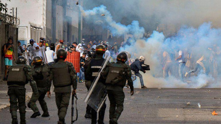 Los enfrentamientos en Venezuela dejan 16 muertos y se profundiza la crisis