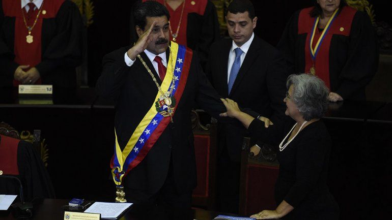 Maduro cierra la embajada en Washington y responsabiliza al presidente de EE.UU. por intentar desestabilizarlo.