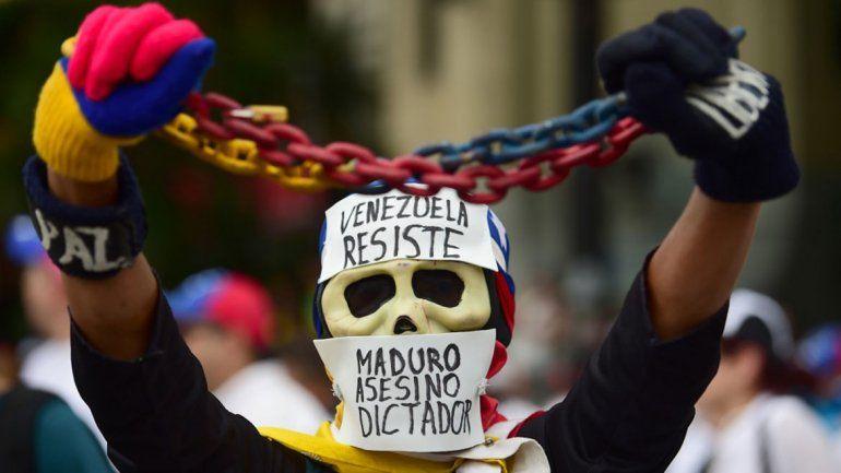 Maduro desafía a Trump y dice que jamás renunciará
