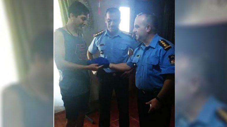 El jefe de la Policía visitó al efectivo detenido por matar un ladrón