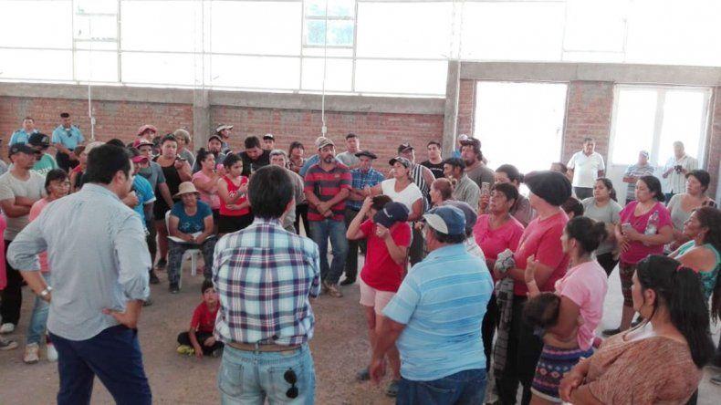 Vecinos de Sauzal Bonito levantaron el corte y se reunieron con Provincia