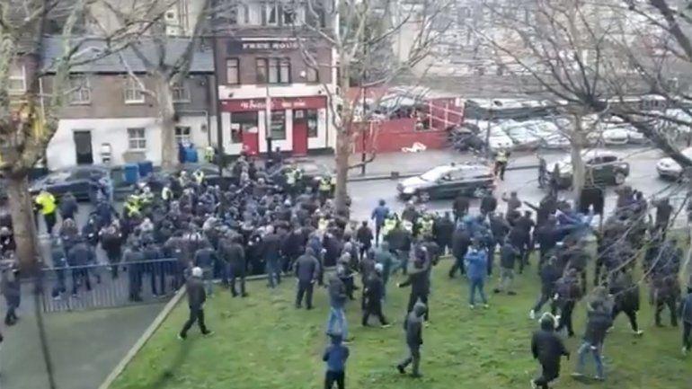 Video: brutal pelea mano a mano de hooligans ingleses