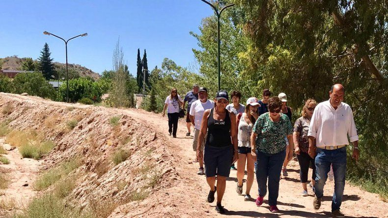 La ciudad inaugura un nuevo paseo en la barda