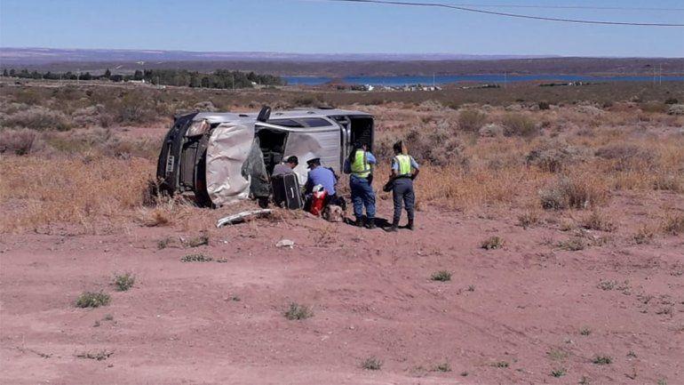 Ruta 237: volcó una camioneta y hay dos heridos