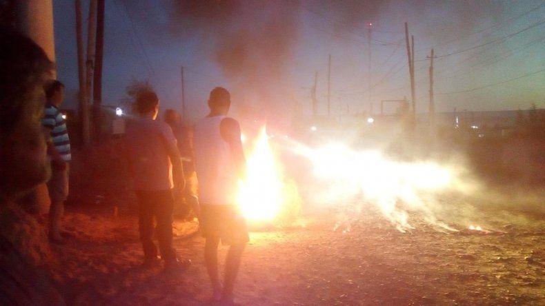 Vecinos cortarán la Autovía pidiendo por la luz en el barrio