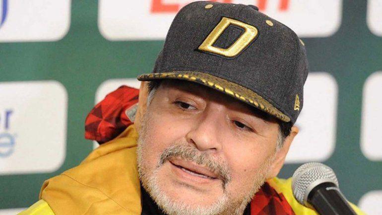 La noche de furia de Maradona en México: perdió Dorados, se peleó con el público y rompió con la FIFA