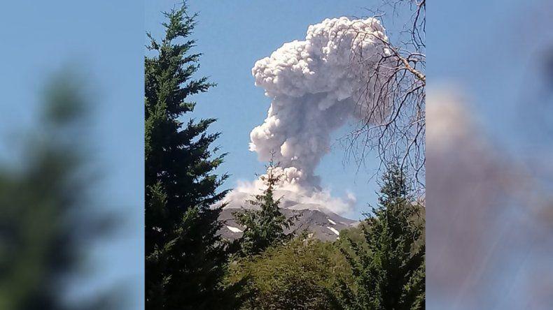 Otra vez el volcán Chillán hizo levantar la vista: se registraron dos nuevas explosiones