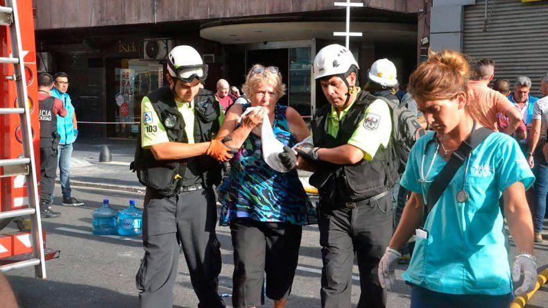 Incendio en un hotel porteño provocó dos muertos y cuatro heridos graves