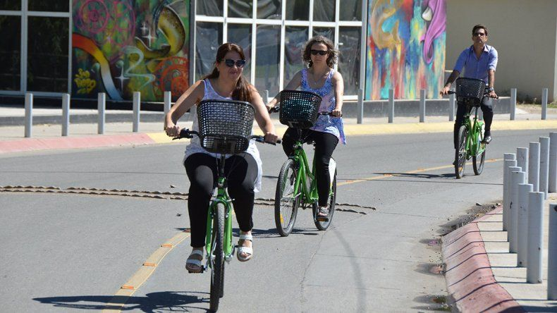 Más de 110 personas van a pasear con las bicis gratis
