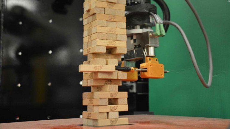 Un robot que juega al jenga es prácticamente imbatible