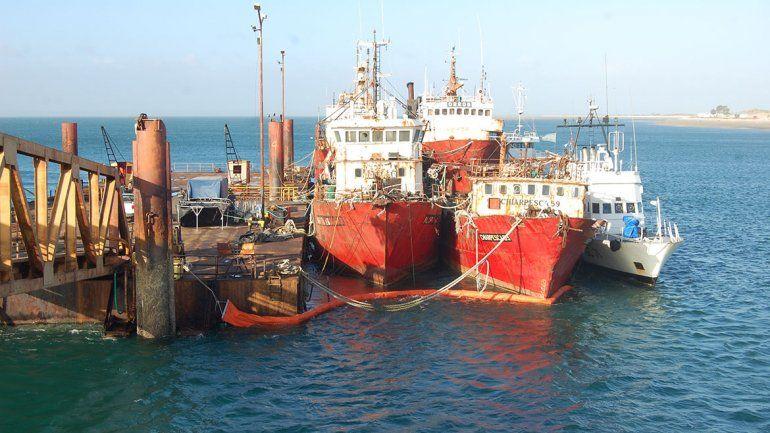 Hundirán dos viejos barcos pesqueros en Las Grutas