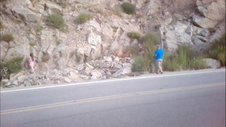 Turistas graffitearon la montaña y los escracharon por Facebook