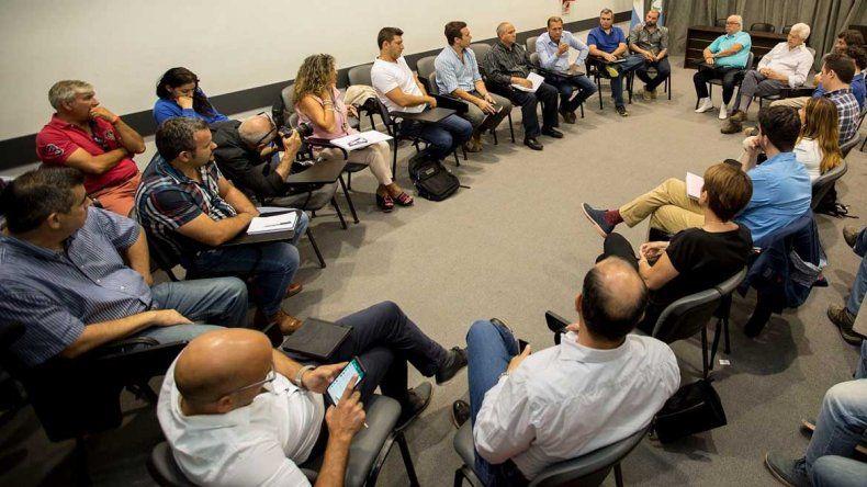 Empresarios petroleros acompañan el reclamo neuquino contra el recorte en Vaca Muerta