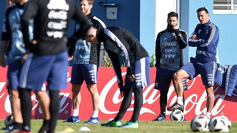 Scaloni dice que no habla con Messi hace mucho