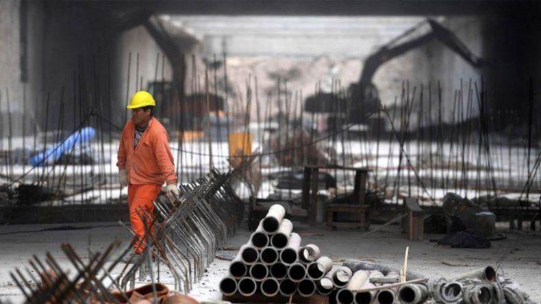 En picada: la construcción se hundió 20,5% y la industria 14,7%