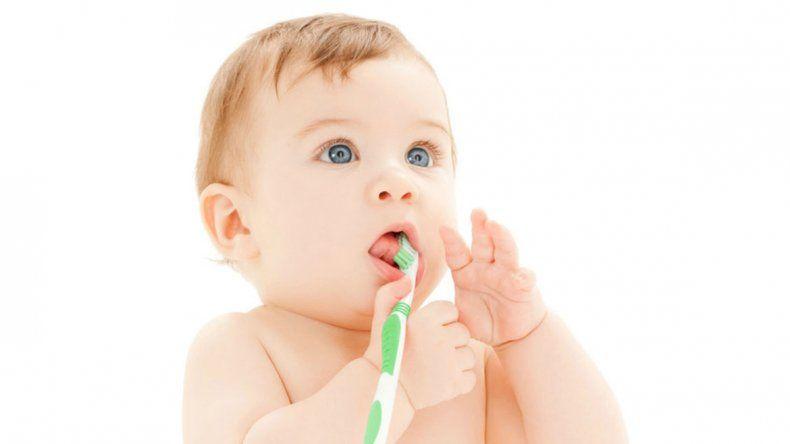 El exceso de flúor en niños puede dañarles los dientes