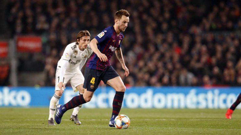 El merengue rescató un punto del Camp Nou y quedó la serie abierta