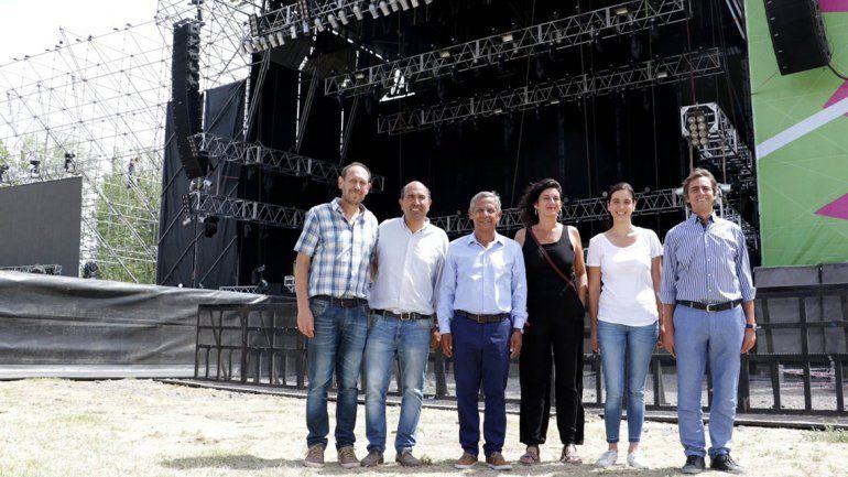Quiroga llevó su campaña electoral al paseo costero
