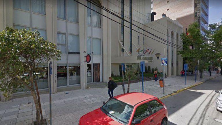 Atrapan a un turista chileno que se fue de un hotel sin pagar la cuenta