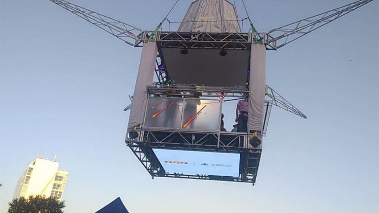 Paseo en las alturas: así se viaja en la plataforma en la Fiesta de la Confluencia