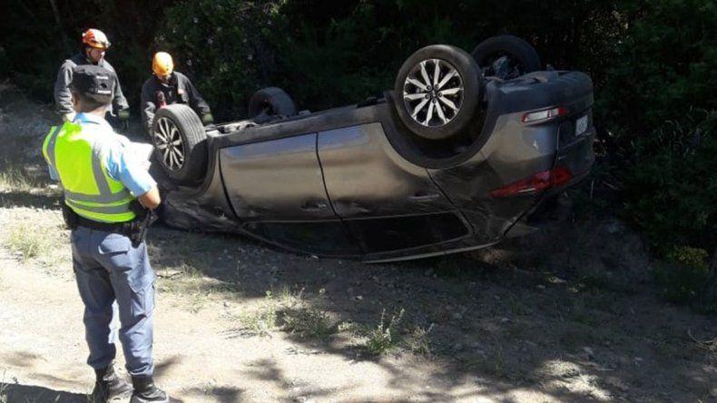 Cuatro turistas chilenos perdieron el control y volcaron en la Ruta 40