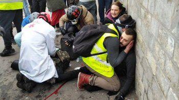 francia: un hombre perdio una mano en una protesta