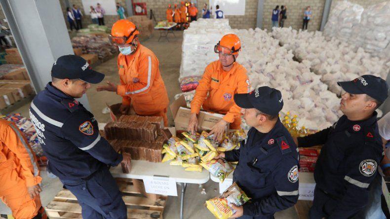 La ayuda humanitaria de EE.UU. a Venezuela espera en la frontera