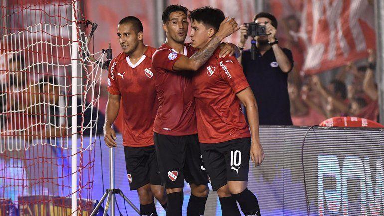 Independiente se unió y revirtió el juego y el mal clima