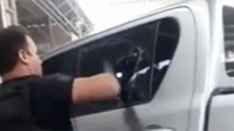 La Policía rescató a un nene al que dejaron encerrado en una camioneta a 35° grados