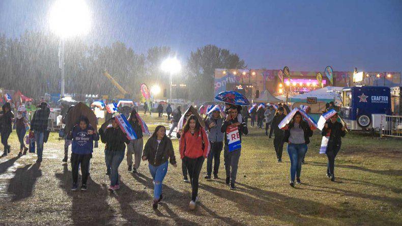 Postergan para el lunes el cierre la Fiesta de la Confluencia: cantarán Lerner y Lali