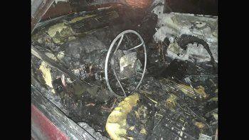 dejo la camioneta en el taller, la robaron y se la prendieron fuego