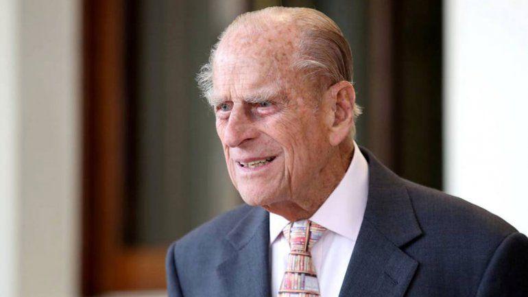 El duque de Edimburgo entregó su carnet de conducir