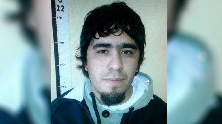 Un conocido delincuente condenado está prófugo en Cutral Co