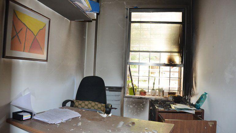 Crisafulli denunció un atentado en el edificio de la UNCo