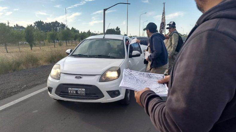 Ceramistas volantean en la Ruta 7 en defensa de puestos laborales