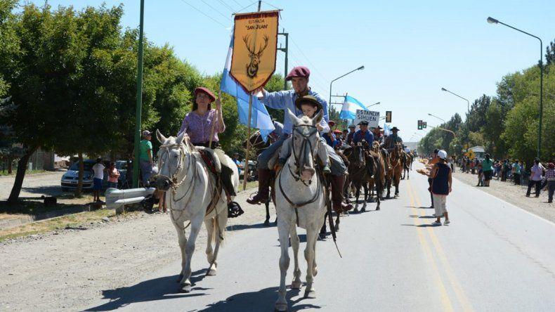Más de 200 montados inauguraron hoy la Fiesta del Puestero