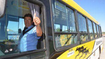 Uno de los choferes de Autobuses Neuquén durante el recorrido de prueba del Metrobús.