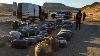 detuvieron a cuatro peruanos que llevaban mercaderia ilegal