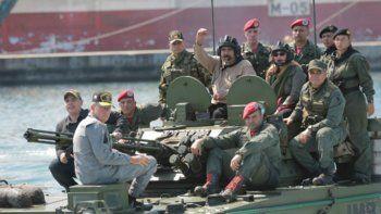 maduro organiza un plan de defensa con sus militares