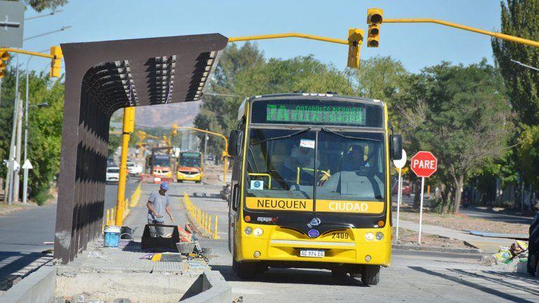 Por problemas en los paradores, se posterga el inicio del Metrobús hasta marzo